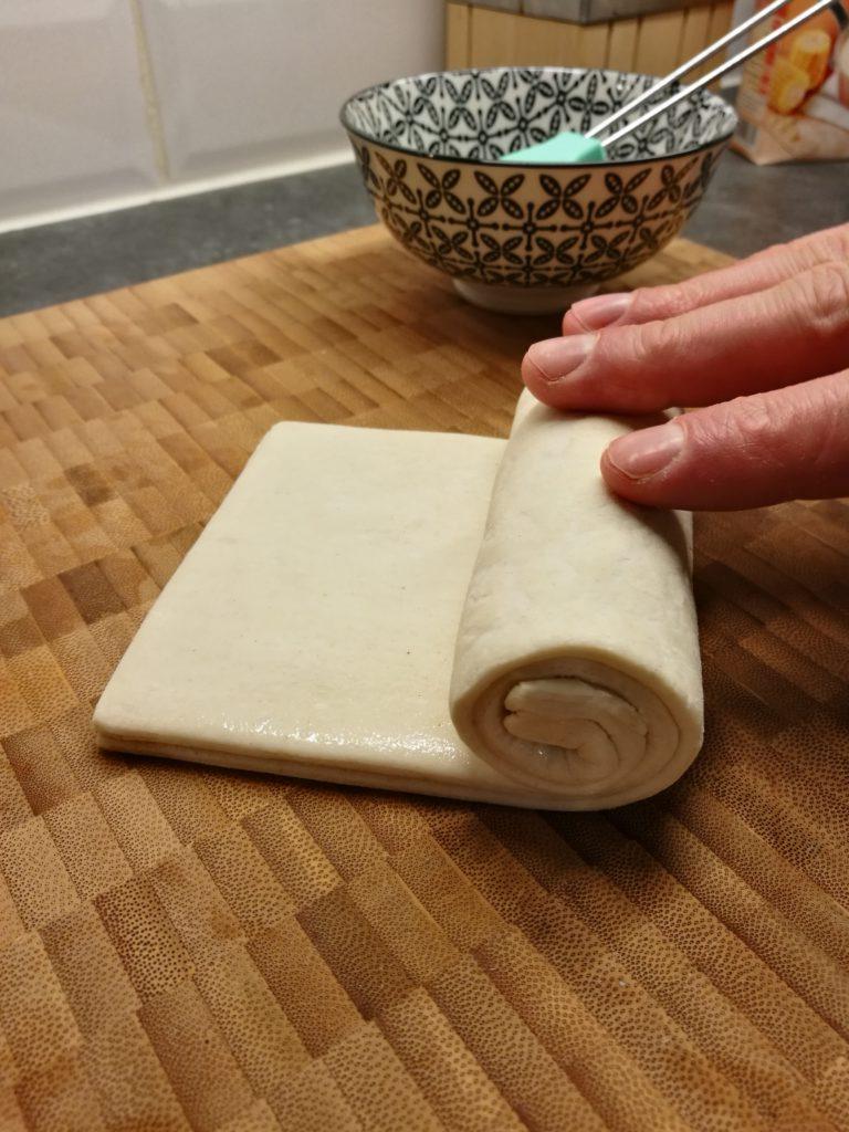 Hoe oprollen van deeg voor pasteis de nata?