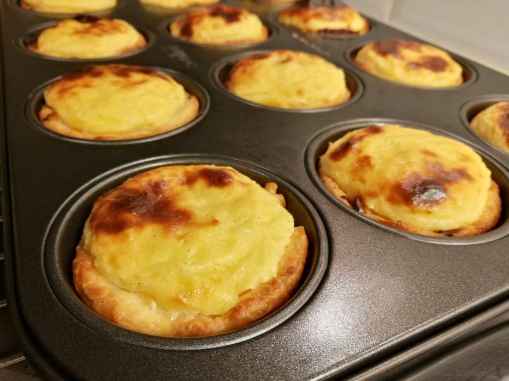 Pasteis de nata nog bol, net uit de oven